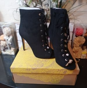 Mix No. 6 Women's Fribeth ankle stiletto bootie